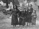 Kočovní Romové v zimovišti u Volar na Šumavě (1958)