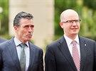 Generální tajemník NATO Anders Fogh Rasmussen a český premiér Bohuslav Sobotka...