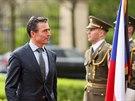 Gener�ln� tajemn�k NATO Anders Fogh Rasmussen a �esk� premi�r Bohuslav Sobotka...