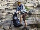 Víkendové čištění řeky Sázavy, jehož patronkou je zpěvačka Aneta Langerová.