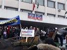 Proruští aktivisté obsadili radnici v přístavním městě Mariupol (13. dubna 2014)