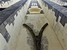 Pohled na impozantní zdi kostela