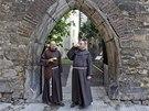 """Bratři františkáni """"pokřtili"""" otevření zahrady plzeňským pivem."""