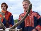 Sámové si potrpí na tradiční barevné a bohatě zdobené oblečení.