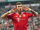 Mario Mandžukič z Bayernu Mnichov se raduje ze své trefy.