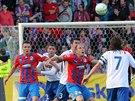 Plzeňský Daniel Kolář se v pohárovém utkání snaží dostak k míči, brání ho Petr...