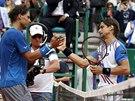Rafael Nadal (vlevo) blahopřeje Davidu Ferrerovi k semifinále v Monte Carlu.