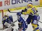 Zl�nsk� hokejista Anton�n Honejsek p�ekon�v� Marka �iliaka v brance Komety.