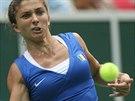 PEKELNÉ SOUSTŘEDĚNÍ. Italská tenistka Sara Erraniová během úvodní dvouhry...