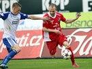 Momentka z fotbalového duelu Znojma a Baníku Ostrava (červená)
