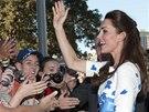 Vévodkyně Kate rozdávala úsměvy na všechny strany.