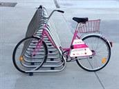 Velký zájem o půjčení růžových kol v rámci pražského bikesharingu autory...