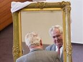 Prezident Miloš Zeman dostal na návštěvě Hradce Králové zrcadlo ve zlaceném...