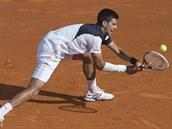 Srbský tenista Novak Djokovič během semifinále na turnaji v Monte Carlu proti...