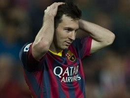 TO JSEM MĚL DÁT. Lionel Messi z Barcelony lituje zahozené šance v zápase proti