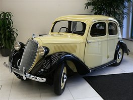 �koda Rapid z roku 1935 v proveden� sedan. Rapidy byly v�t�� a dra��� alternativou popular�.