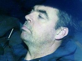 Seamus Daly v policejním voze přijíždí k soudu v severoirském Dungannonu (11....