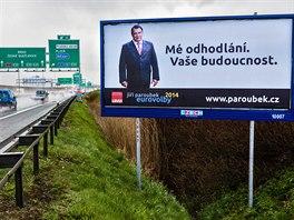 Bývalý premiér Jiří Paroubek už zase k voličům promlouvá z billboardů. Vede...