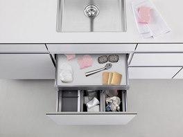 Kam s houbičkami na nádobí, drátěnkami a kartáči - elegantní a praktické řešení
