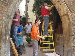 Na úklidu a opravě se podíleli výrazně zaměstnanci restaurace U Pinkasů.