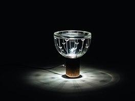 Klára Šumová navrhla pro Preciosu Lighting svítidlo Grid. Při rozsvícení dává
