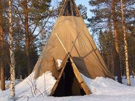 Tradiční sámské rodiny část roku kočují a bydlí ve stanech podobných týpí.