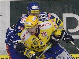 Zl�nsk� hokejista Petr Z�morsk� unik� soupe�i z Komety Brno.