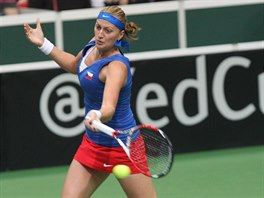 Petra Kvitová bojuje o druhý bod v semifinále Fed Cupu proti Italce Camile...