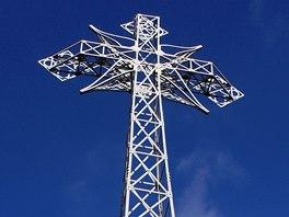 Patnáctimetrový železný kříž na vrcholu