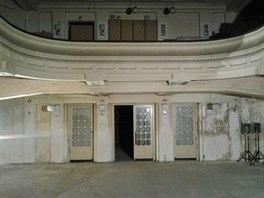 Roky nepoužívaný sál na studentských kolejích ve Švehlově ulici láká na...