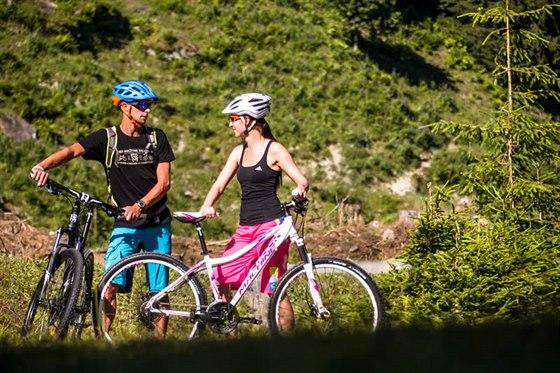 Přímo u recepce Lipno Lake Resortu si můžete se slevou zapůjčit kvalitní kola, inline brusle a další sportovní vybavení.