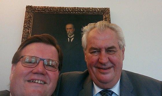 Zdeněk Škromach, prezident Miloš Zeman a první československý prezident T. G. Masaryk. Škromach před časem vzbudil pozornost originální selfie.