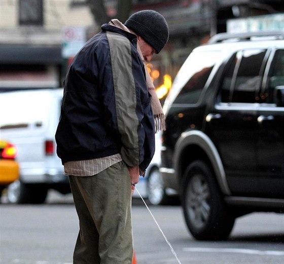 Richard Gere byl v New Yorku od skutečných bezdomovců k nerozeznání.