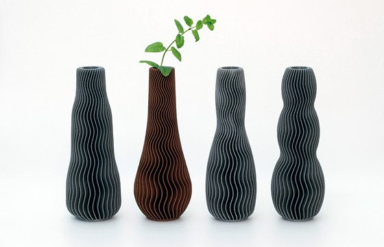 Vázy Wave, vytvořené za pomoci 3D tisku. 2013.