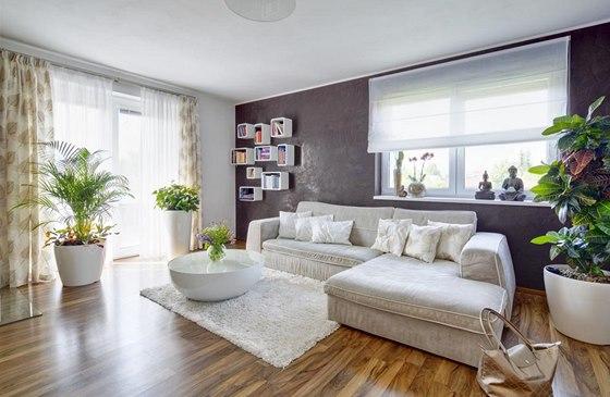 Benátský štuk na stěně obývacího pokoje posunul interiér o laťku výš,