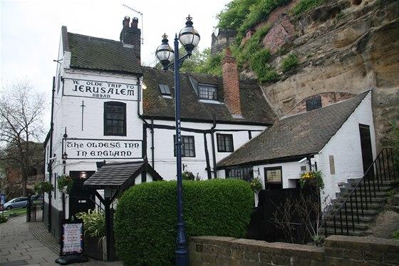 Popíjení piva má v Anglii dlouhou tradici – jedna z nejstarších a možná úplně