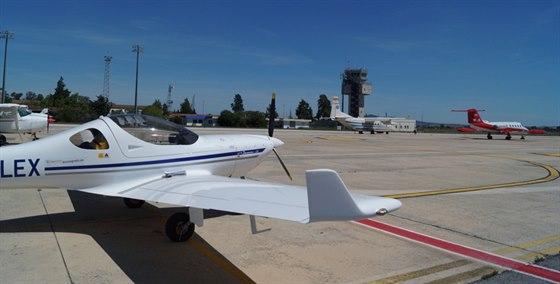 Konečně na letišti v Jerezu. Do nádrží se mi tady vešlo 114 litrů, což je můj...