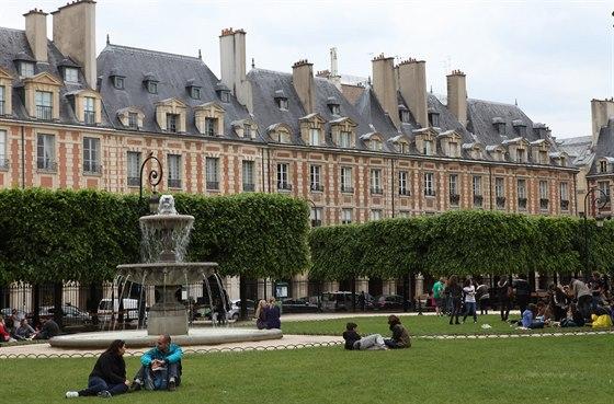 Place des Vosges ve čtvrti Marais je považované za jedno z nejkrásnějších...