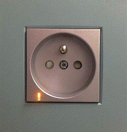 Domovní zásuvka s přepěťovou ochranou T3
