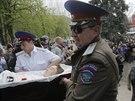 Pohřeb proruských radikálů, kteří zahynuli při víkendové přestřelce u...