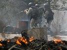 Ukrajinské bezpečnostní složky na předměstí Slavjansku (24. dubna 2014)