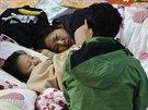 Korejci truchlí za své blízké, kteří zemřeli při tragédii trajektu Sewol (24....
