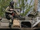Ukrajinské bezpečnostní složky nedaleko  Slavjansku (24. dubna 2014)