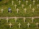 Instalace 107 dřevěných křížů v pražských Vršovicíh jako památky na padlé v...