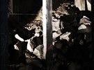 Zbytky z žulových kvádrů Stalinova pomníku se dodnes nacházejí v podzemních...