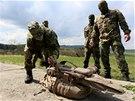 """Zbrojovka uvádí, že účinný dostřel """"snajprovky"""" je 800 metrů (23. dubna)"""