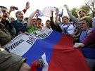 Proruské protesty v Luhansku, které v pondělí vyvrcholily vyhlášením lidové