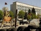 Sídlo ukrajinské tajné služby SBU v Luhansku na východě země obsadili proruští...