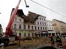 Hasiči zasahují před budovou v centru Vídně, jejíž část se zřítila kvůli...