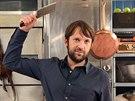 Šéfkuchařem a spolumajitelem kodaňské restaurace Noma je Rene Redzepi.
